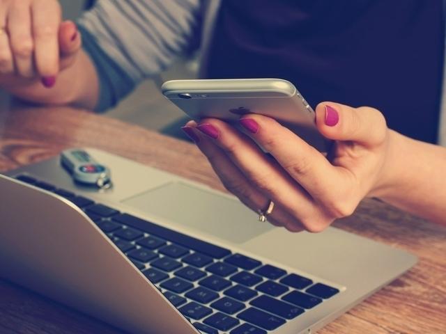 De 10 redenen waarom vrouwen niet reageren op jouw berichtjes