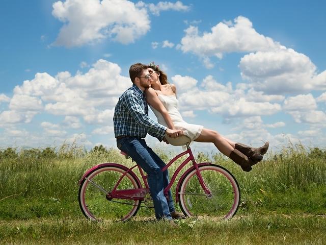 Datingsites 40 plus: waar kun je als single veertigplusser terecht?